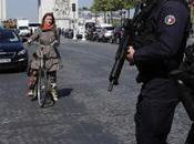 France famille l'auteur l'attaque Champs-Elysées placée garde