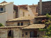 Arles souvenirs chats, fissures d'odeur pierres chaudes