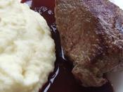 Pavé d'autruche deux chocolats: blanc dans purée celeri rave, noir sauce cerise