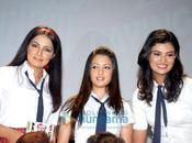 [VIDEO] Riya Sen, Celina Jaitley Sayali performent écoliere
