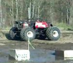 monster truck fait backflip