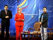 Aamir Khan rencontre Hilary Clinton pour parler d'éducation.