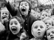 Enfants devant marionnettes Alfred Eisenstaedt
