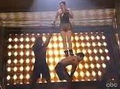 Videos: Jennifer Lopez chute direct American Music Awards 2009