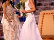 Priyanka Chopra couronne nouvelle Miss Monde.