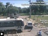 Videos: camionnette tombe panne rails Bambi l'hôtel