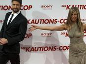 Gérard Butler doigt fesses Jennifer Aniston