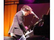 jouait piano debout...