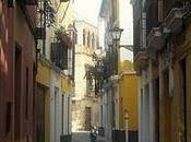Dans étroites rues centro Sevilla