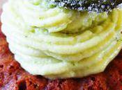 L'audacieuse miss tiny: baba l'olive noire nyons, sirop rhum/fraise, chantilly chocolat blanc/basilic chips basilic