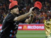 Mondial 2010: intrus tente s'emparer Coupe monde lors finale Espagne Pays-bas (photos video)
