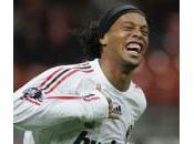 Ronaldinho restera Milan jusqu'en 2014