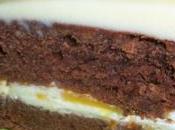 Délice chocolat noir fourré d'une ganache spéciale nectarines-orange-blancs d'œuf glaçage blanc l'orange.