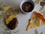 Mousse chocolat poire accompagnée gavotte poire/amandes effilées.