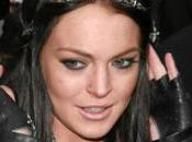 Lindsay Lohan pause shopping pendant cure