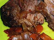 jarret bœuf tendance italianisante mijoté longuement dans sauce marsala, tomates séchées fraîches, oignons, fines herbes