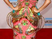 Nicki Minaj tapis rouge American Music Awards 2010!