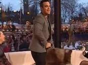 Robbie Williams pour euros montre fesses
