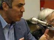 Attaque sanglante Kasparov contre Sarkozy