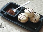 Macarons Chocolat blanc, décorés chocolat noir