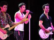 Jonas Brothers leur reprise Friday, buzz Rebecca Black (VIDEO)