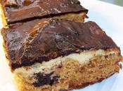 Biscuit léger confiture lait beurre salé (éclats chocolat noir, cacahuètes cajou) sous couche cheesecake vanillé glaçage chocolat-confiture