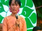 Aung parcourir toute Birmanie rencontre population sympathisants
