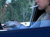 Elle allume cigarette, voiture explose