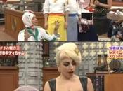 Lady Gaga pleins d'objets Hello Kitty dans Smap