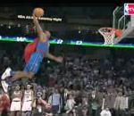 Dwight Howard fait dunk avec costume Superman