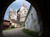 Ailleurs: splendide château Pernštejn