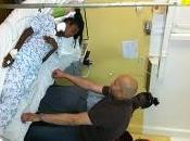 Karim Wade vient aide militante malade