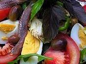 Spécialités locales: vraie salade niçoise bagnat