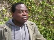 regard futuriste gare d'Austerlitz Professeur écrivain Congolais «Gaston Mbemba-Ndoumba