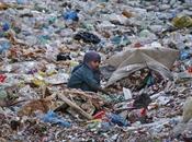 [Mondialisation Ecologie politique] Trois milliards d'humains pourraient basculer dans pauvreté France Inter
