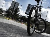 Plaza Venezuela. immense place avec très grande fontaine...