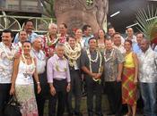 13/04/2012 Accueil François Baroin Marché Papeete avec tous membres comité soutien candidature Nicolas Sarkozy