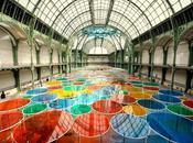 Art: Daniel Buren Excentrique(s), travail situ dans cadre Monumenta 2012 jusqu'au Juin