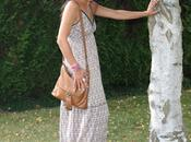 Chapeau paille, tongs robe fleurs… look hippie girl