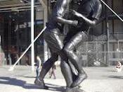 Coup boule Zinedine Zidane Marco Materazzi 2006: statue bronze parvis centre Pompidou pour immortaliser geste anti-sport!