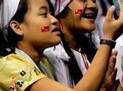 milliers Birmans rassemblent Fort Wayne, dans l'Indiana, pour accueillir Aung