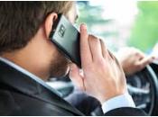 Dans certains l'utilisation d'un téléphone cellulaire autorisé volant