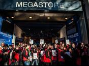 Manifestation salariés Virgin Mégastore contre fermeture.