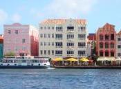 Curaçao, cocktail explosif