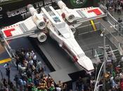 X-Wing géant Lego pose plein Time Square