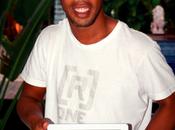 VIDÉO. Ronaldinho Gaúcho, joueur brésilien football lance dans musique