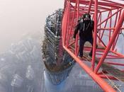 Deux fous furieux escaladent clandestinement Shanghai Tower (650 mètres)