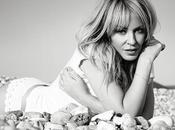 Kylie Minogue part tournée avec Kiss Once Tour.