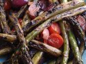 Plancha Côtelettes d'agneau marinées l'ail thym Asperges Tomates