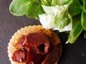 Entrée originale Tartelette chèvre, légumes, gésiers sauce vinaigre balsamique